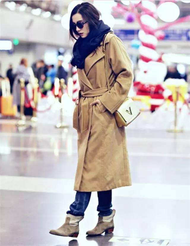 小宋佳的穿衣风格很有个人特色,她喜欢各种时尚简约的单品,时髦大气