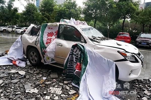 """湘潭豪车被砸后续 楼栋所有业主或为此""""买单"""""""