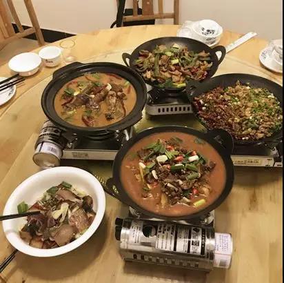 """在湘西烧烤""""攻城掠地""""之前,长沙烧烤几乎是被岳阳人统治的。"""