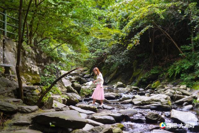 旅小姐探幽亚洲野生桂花之乡周洛大峡谷 感受清香初秋