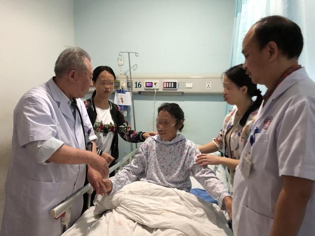 株洲大妈肚内长巨大肿瘤重约7斤 手术时连累8个脏器一同被切除