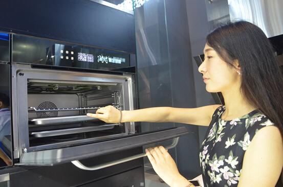海尔电博会推行业首款蒸烤一体机