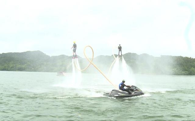 目前,滑水运动还不是一项奥运项目.湘阴湖南龙舟赛图片