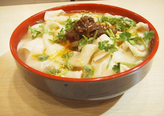 河南烩面碗底引热议 传统美食何须统一标准