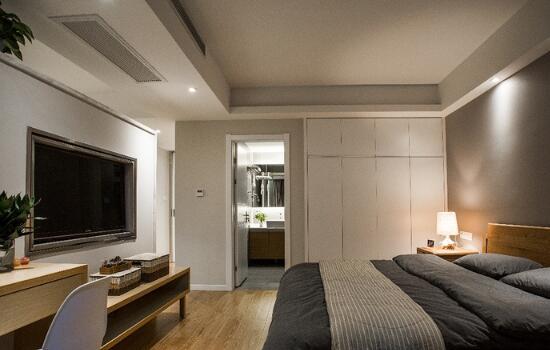 120平日式三居无主灯设计 墙面抠洞电视共用