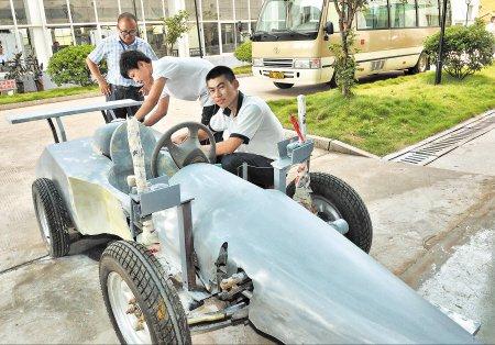 长沙高二学生改装赛车 摩托车变F1方程式赛车