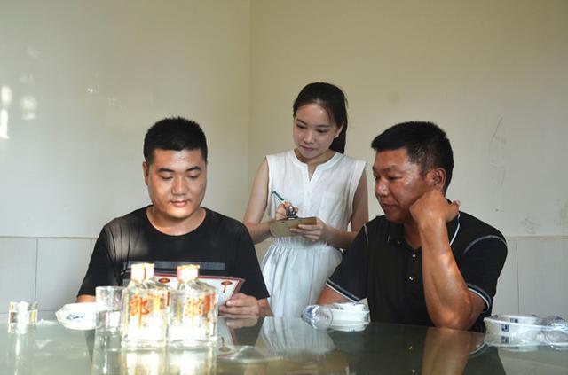 小郎酒醉美老板娘月度冠军邓莹荃:18岁老板娘 让老店焕发青春