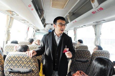 省政协委员汪涵宣讲交通安全不忘开策(图)