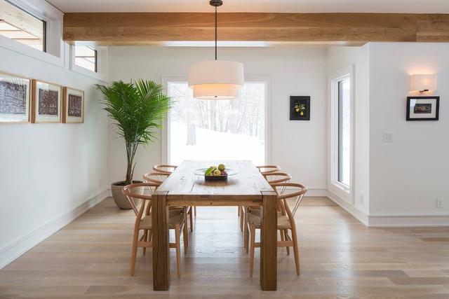 2,中色地板 深色家具
