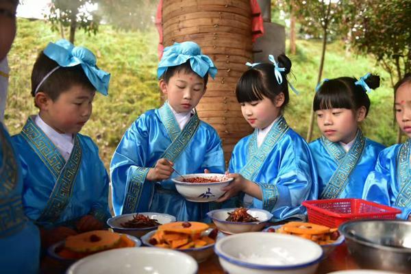文艺表演,乡村创意集市,手绘风筝放飞活动,浏阳百名儿童现场学做蒸菜