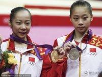 高清:平衡木颁奖礼 邓琳琳眭禄包揽金银牌