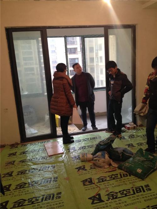 大湘网携手金空间装饰举办看工地公益活动