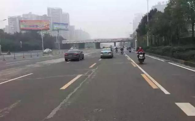 """衡阳增设""""公交专用车道"""" 违法占道罚款100元"""