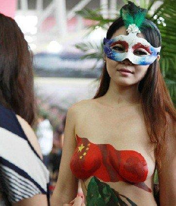 开发商裸女促销博眼球