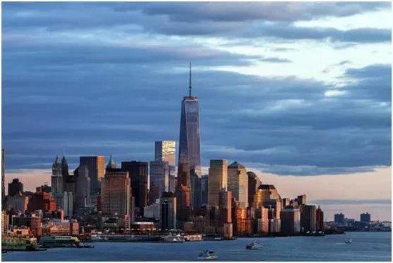全球正式发售 海口湾上的空中华尔街