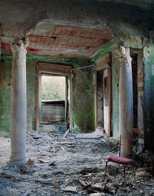 被遗弃的宫殿建筑