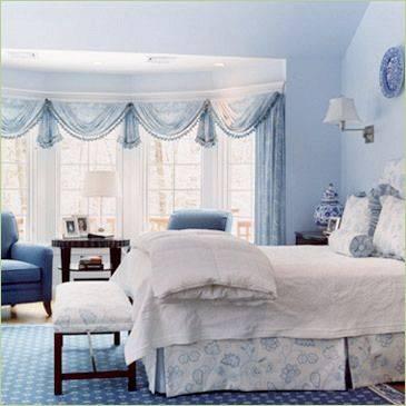 从碧海,蓝天和洁白沙滩上所获得的灵感,反映在卧室地中海装修风格里