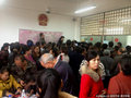 贵州村民为多分房扎堆离婚 9旬老翁坐轮椅排队