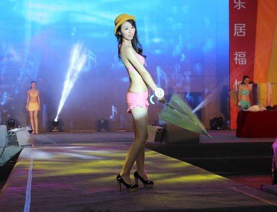 2013郴州第九届房交会上的模特大赛