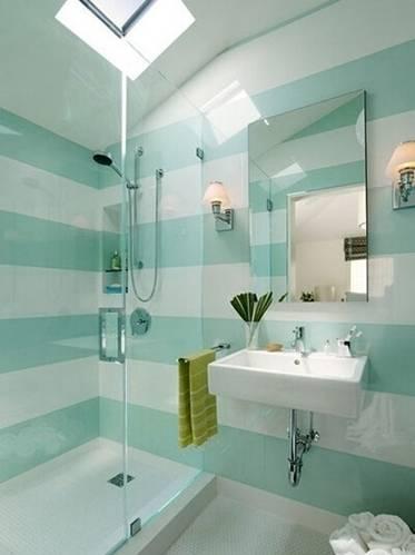 玻璃隔出的淋浴房空间大小适中,小小的卫浴空间这么看来一点高清图片