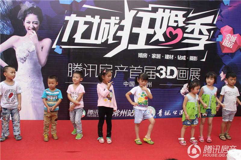 小朋友集体跳热门舞蹈《小苹果》