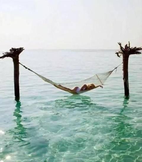 创意吊床汇集,野性的海上吊床,太会享受了