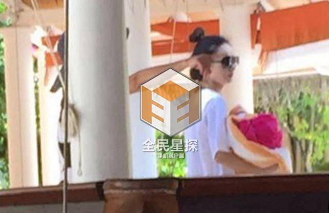 的方式结识了与赵丽颖、王昊同行的那名蔡姓女子,经其证实,该女图片