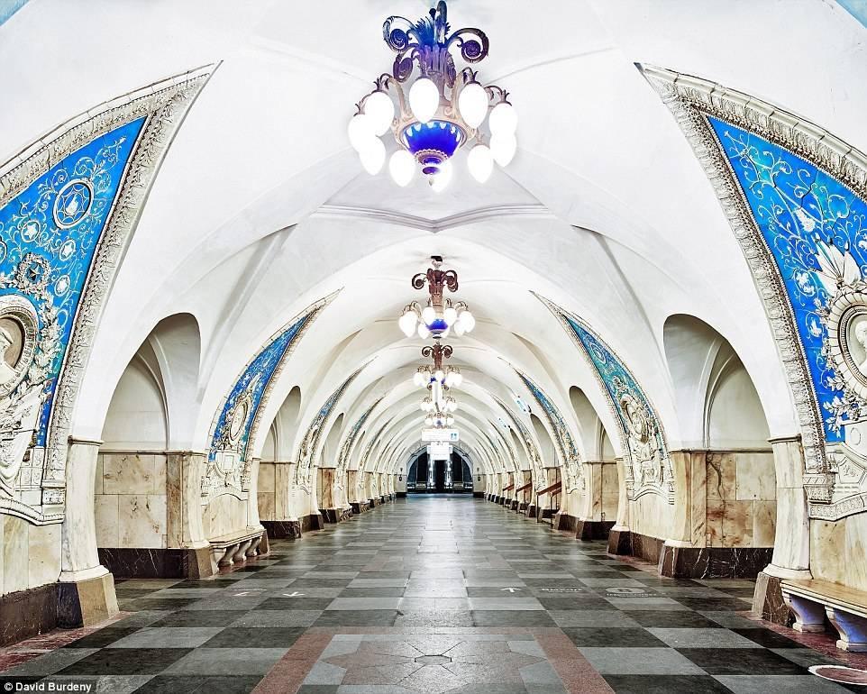 莫斯科地铁站宛如华丽宫殿