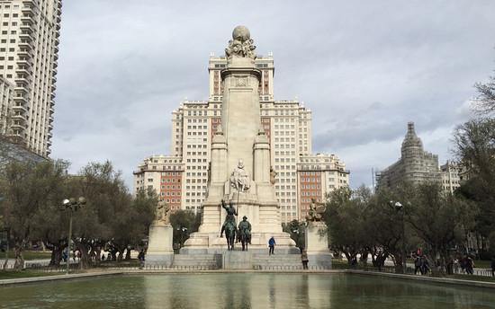 西班牙首都7万人上书反对王健林拆地标建筑