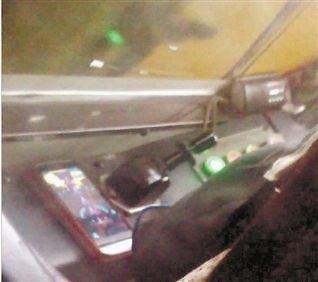 公交司机边开车边玩 打飞机 游戏被乘客曝光