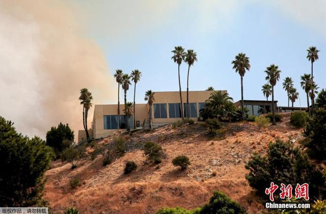 美国洛杉矶发生史上最大山火