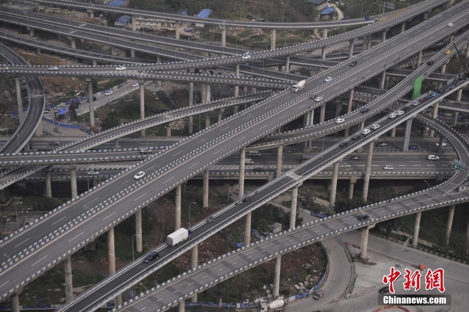 进入最后的收尾阶段.作为重庆主城最大最复杂的立交,黄桷湾立交