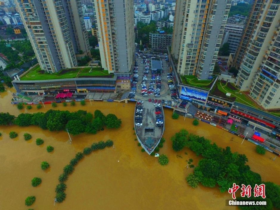 航拍广西柳州洪水围城