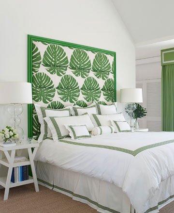 纯白色的卧室空间中,绿色叶影软包床头背景墙带来了清新气息,成图片