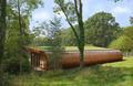 英兄弟打造隐身树屋 形状各异豪华舒适