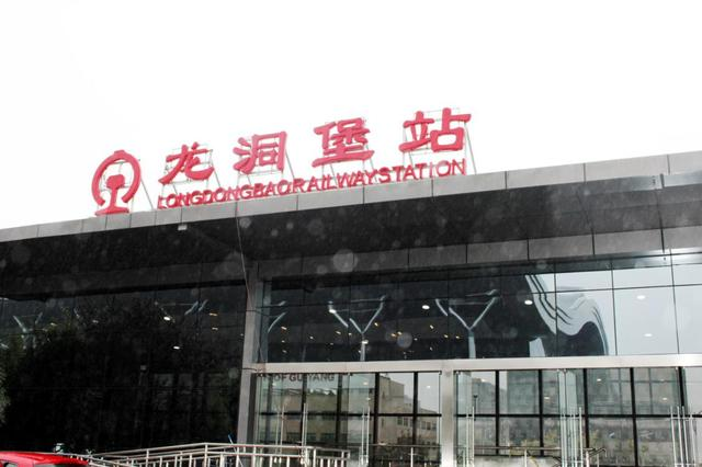 申龙电梯携手贵阳龙洞堡高铁站顺利开通图片