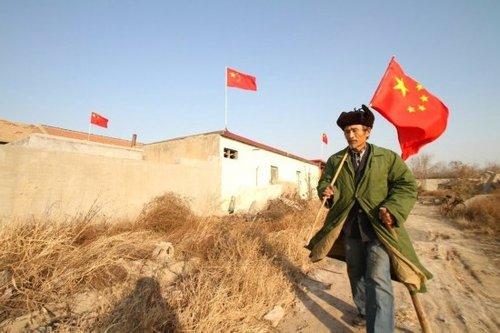 2012年12月24日,山东东营,东城沙营村军属老汉纪庆玉在住宅拆迁