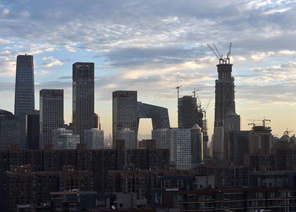 港媒:内地白领第3季度薪酬继续涨 北京月均近万