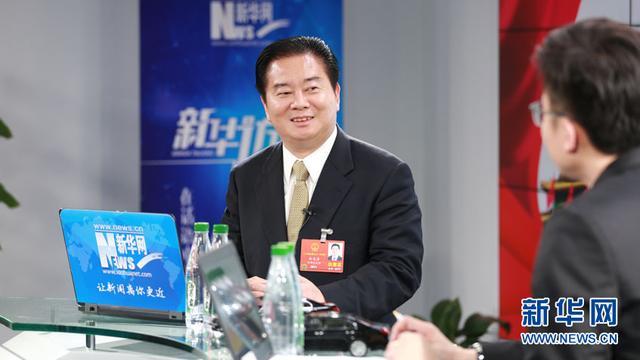 图为全国人大代表,禹洲集团董事局主席林龙安做客新华网2018全国两会