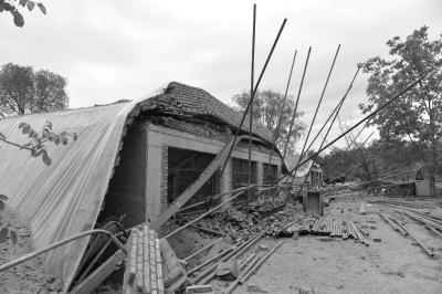 延庆在建二层楼房坍塌 致2人当场死亡3人受伤