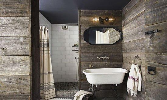 卫浴间,粗糙的木板铺满墙面,刻画粗犷朴实的空间肌理.内部的淋