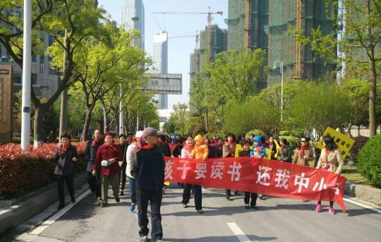 南京楼市仍频现维权事件 开发商何时才能低下高傲的头