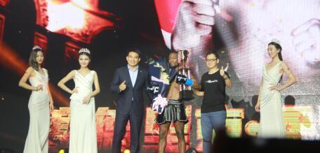 鸿坤·昆仑决济南站诸神之战 礼献贝斯特--全球最奢华的游戏平台14周年