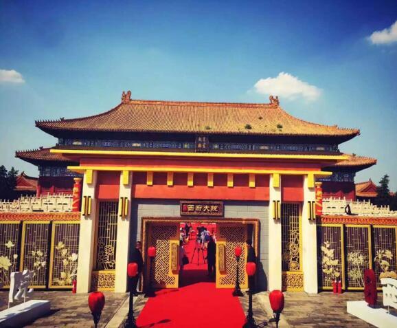 去参与活动的朋友都能看到,步入活动主场通道跟往日太庙并不一样,是
