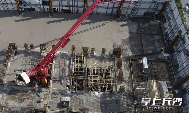 """""""长沙外滩""""第一高楼引来1300多人观摩 建有湖南墙壁最厚金库"""