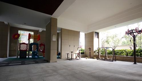 芙蓉区王府花园小区闲置架空层变身乒乓球馆