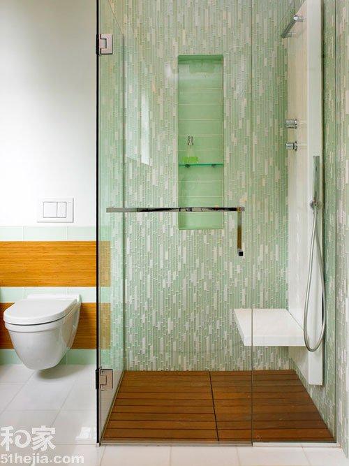 卫浴间之外的淋浴房墙面选择了浅淡的绿色,配合白色,瓷砖线条高清图片