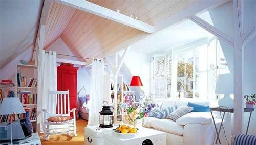 室内家装客厅效果图1:蓝色条纹布艺+简单木作打造手段:地中高清图片