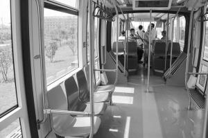 首条有轨电车蓉2号列车下线 明年乘电车看风景