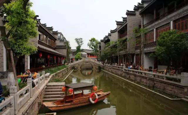 跟城乡结合部似的龙潭寺 平均房价值得上1万一平吗